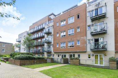 1 Bedroom Flat for sale in Lower Canal Walk, Southampton, Hampshire