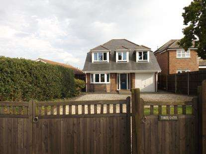 4 Bedrooms Detached House for sale in Blackfield, Southampton, Hampshire