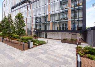 2 Bedrooms Flat for sale in Love Lane, London