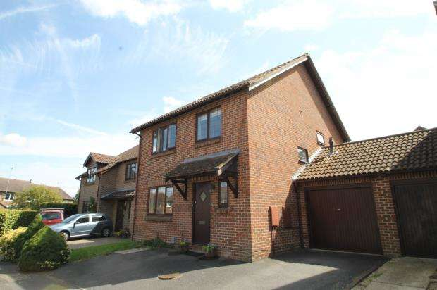 4 Bedrooms Detached House for sale in Guildford, Surrey