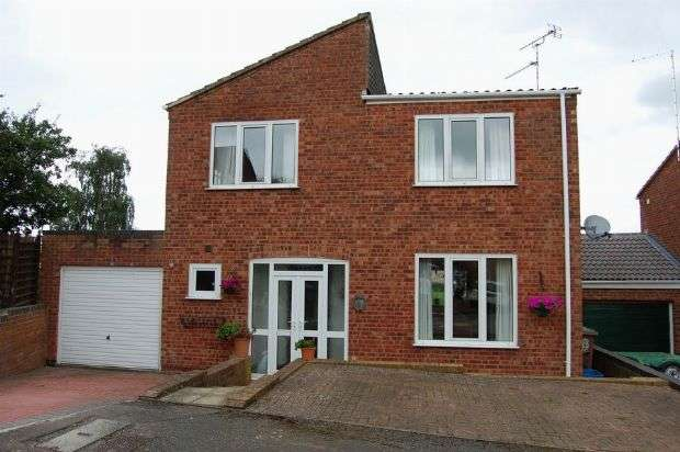 4 Bedrooms Detached House for sale in Pytchley Drive, Long Buckby, Northampton NN6 7PL