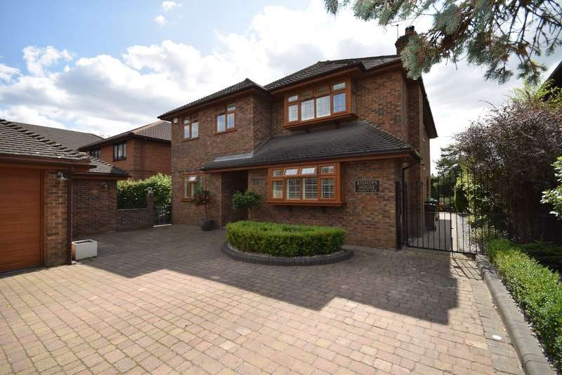 4 Bedrooms Detached House for sale in Elmhurst Avenue, Benfleet, Essex, SS7