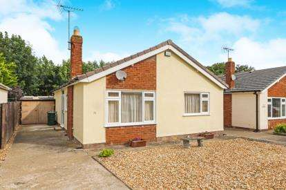 2 Bedrooms Bungalow for sale in Troon Way, Abergele, Conwy, LL22