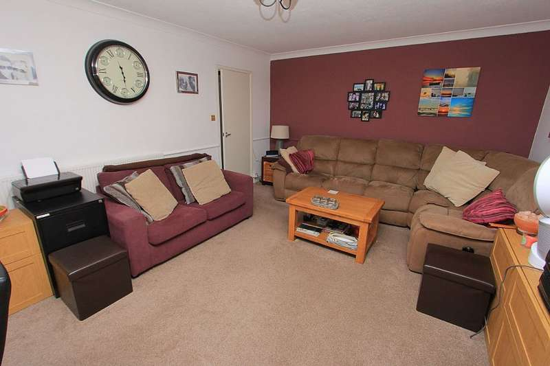2 Bedrooms Flat for sale in Compton Court, 80 Canvey Road, Leigh-on-sea, Essex, SS9 2PA