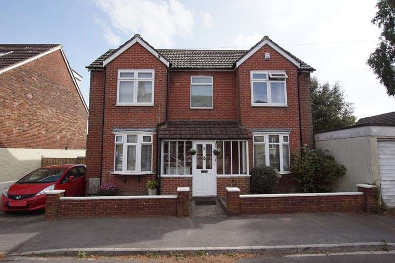 4 Bedrooms Detached House for sale in Lodge Close, Lower Parkstone, Poole