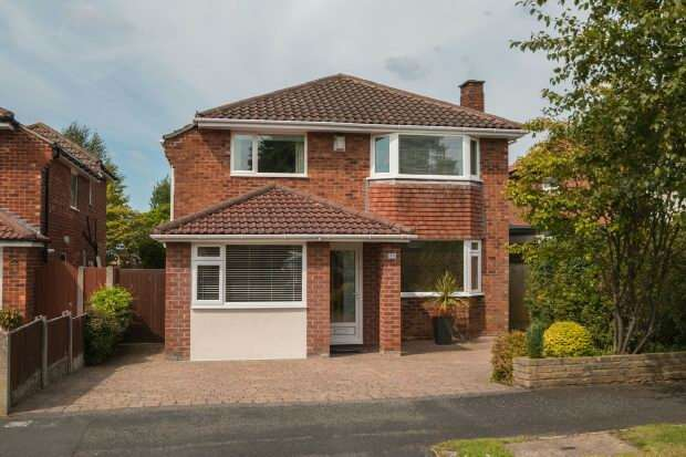 4 Bedrooms Detached House for sale in Glastonbury Avenue, Hale