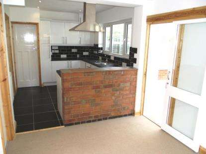 3 Bedrooms Semi Detached House for sale in Stonehill Avenue, Birstall, Leicester, Leicestershire