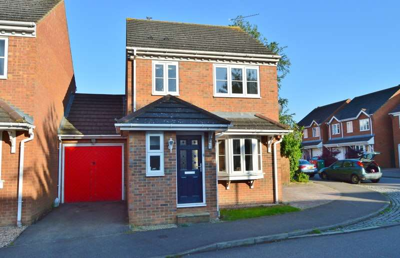 3 Bedrooms Link Detached House for sale in Lark Vale, Aylesbury, Buckinghamshire, HP19