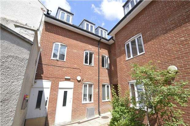 2 Bedrooms Flat for sale in Russell House, Russell Street, Stroud, Gloucestershire, GL5 3AJ