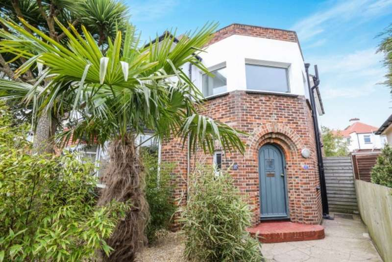 3 Bedrooms Semi Detached House for sale in Old Shoreham Road, Brighton, BN42 4LS