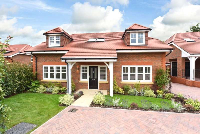 4 Bedrooms Detached House for sale in The Grange, Birch Grove, Potters Bar, EN6