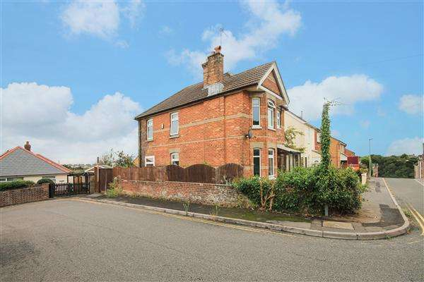 3 Bedrooms Detached House for sale in Cromwell Road, Poole