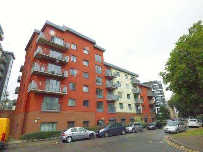 2 Bedrooms Flat for sale in Spring Place, Barking, Essex