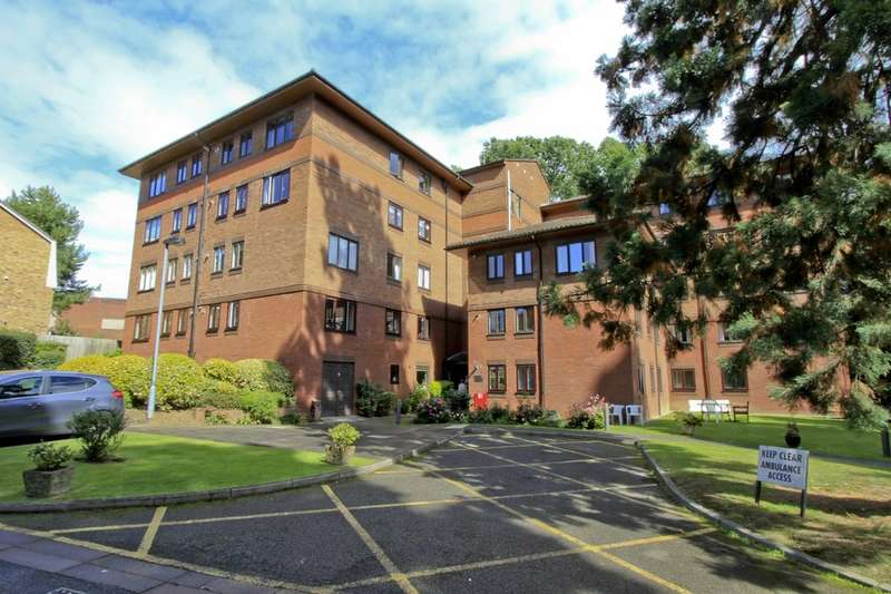 2 Bedrooms Flat for sale in Windsor Court, Westbury Lodge Close, Pinner