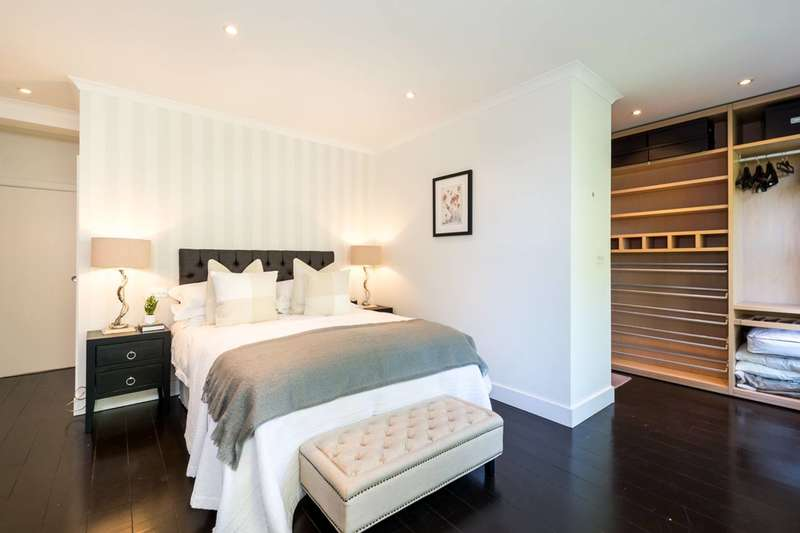 2 Bedrooms Flat for sale in Beaufort Street, Chelsea, SW3
