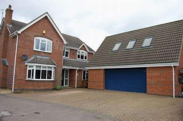 4 Bedrooms Detached House for sale in East Street, Long Buckby, Northampton NN6 7RB