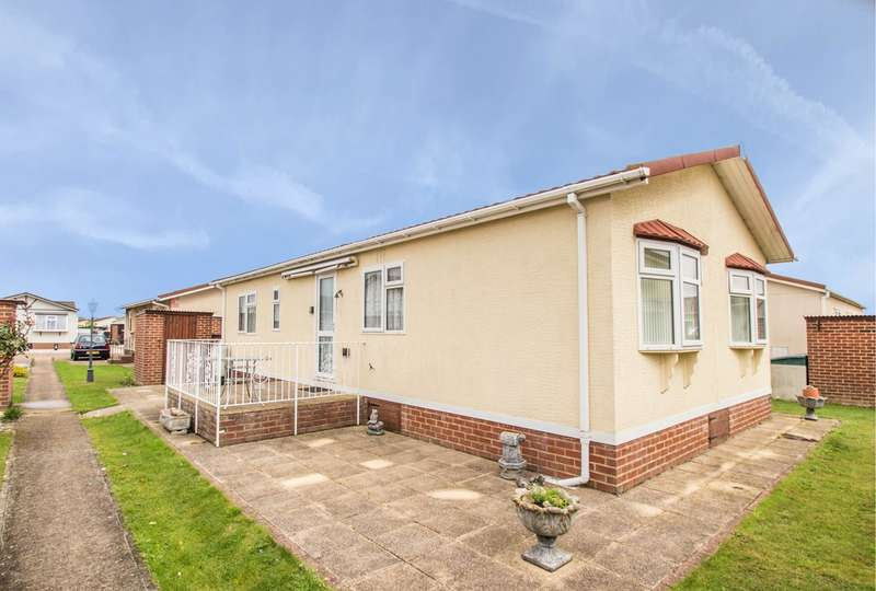 2 Bedrooms Park Home Mobile Home for sale in Creek Road, Canvey Island, SS8