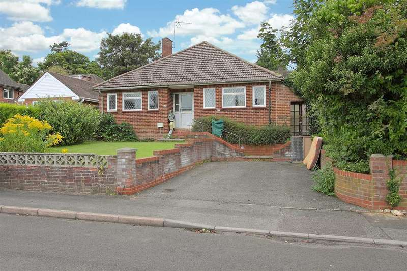 3 Bedrooms Bungalow for sale in Mead Close, Andover