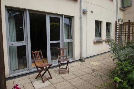 2 Bedrooms Ground Flat for sale in Hamilton Court, Central Bristol BS2 8NY