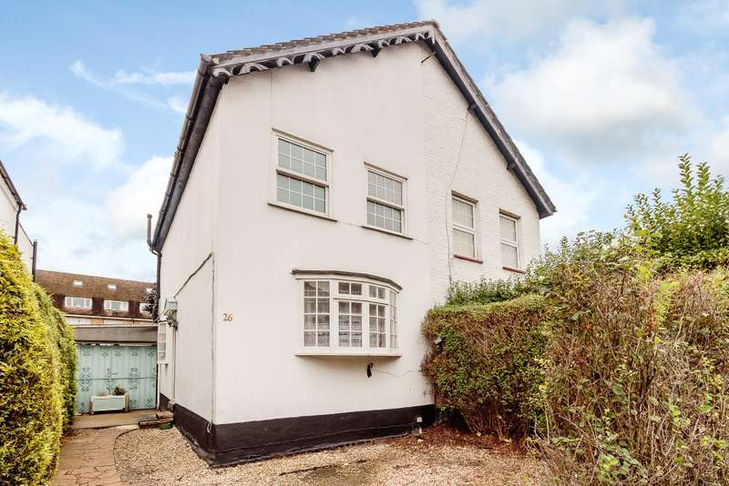 2 Bedrooms Semi Detached House for sale in The Groves
