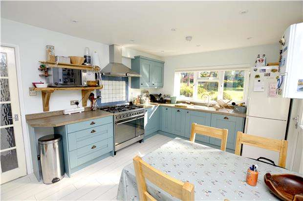 3 Bedrooms Semi Detached House for sale in Mill Farm Drive, Stroud, Gloucestershire, GL5 4LA