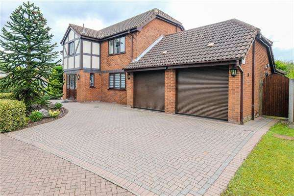 5 Bedrooms Detached House for sale in Falconers Green, Warrington