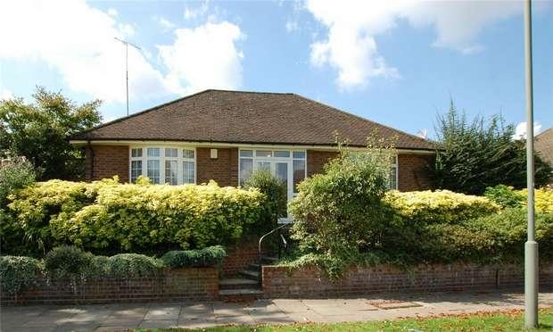 2 Bedrooms Detached Bungalow for sale in Ravensbourne Avenue, BROMLEY, Kent
