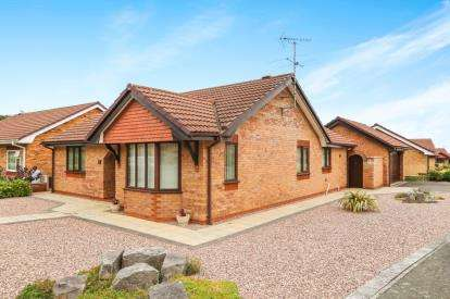 3 Bedrooms Bungalow for sale in Ffordd Tan'r Allt, Abergele, Conwy, LL22