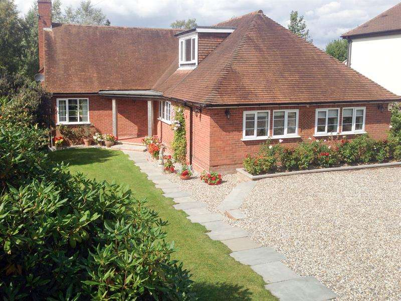 5 Bedrooms Detached Bungalow for sale in Crumpfields Lane, Webheath, Redditch