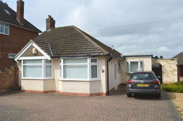 2 Bedrooms Detached Bungalow for sale in Charnwood Avenue, Westone, Northampton NN3 3DX