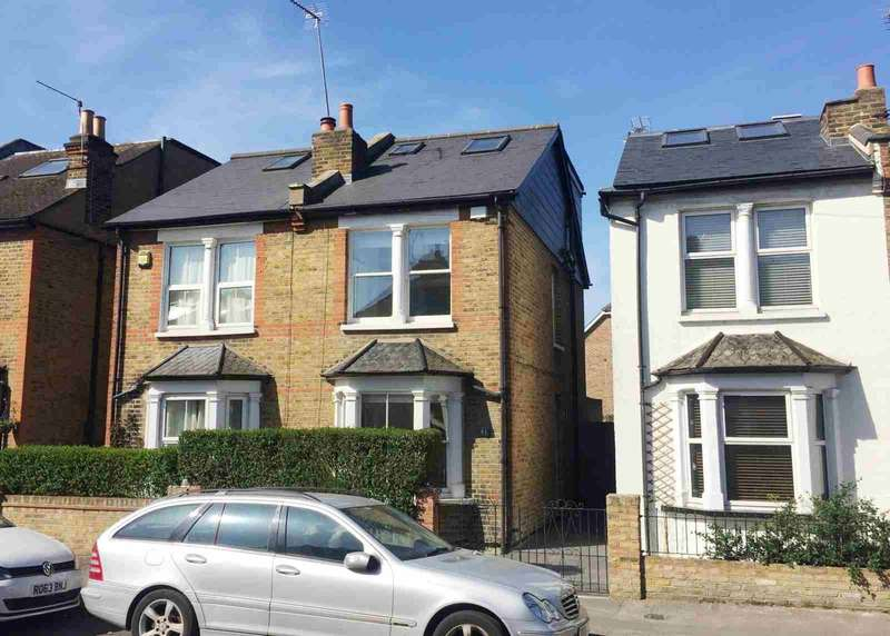 3 Bedrooms Semi Detached House for sale in North Kingston