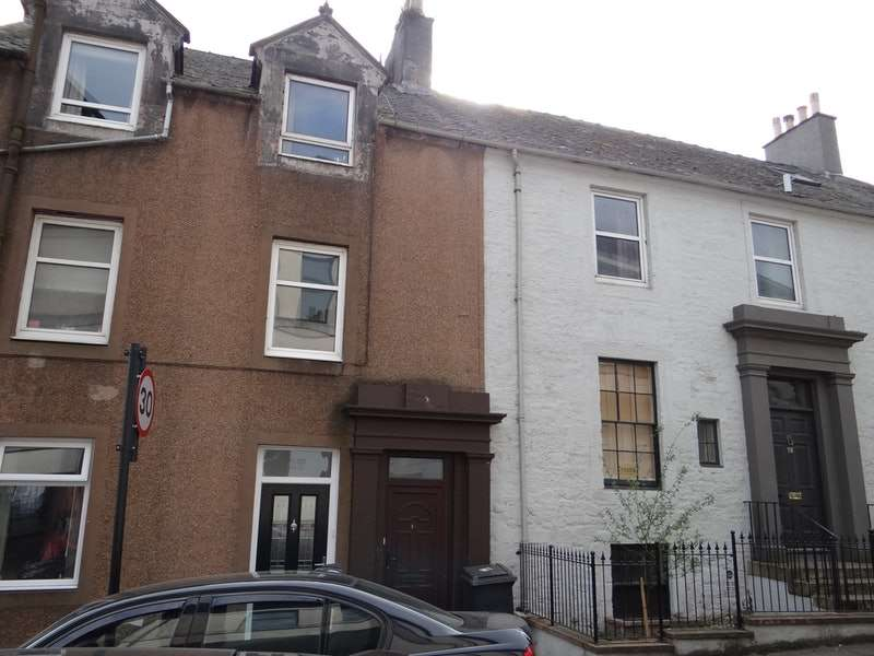 3 Bedrooms Maisonette Flat for sale in Irish Street, Dumfries, Dumfries and Galloway, DG1