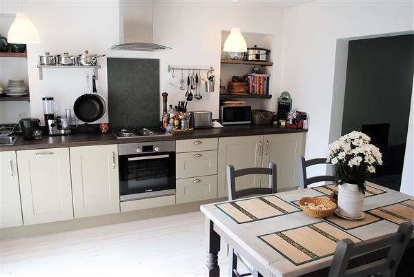 2 Bedrooms Terraced House for sale in 10 Tremeyrick Street