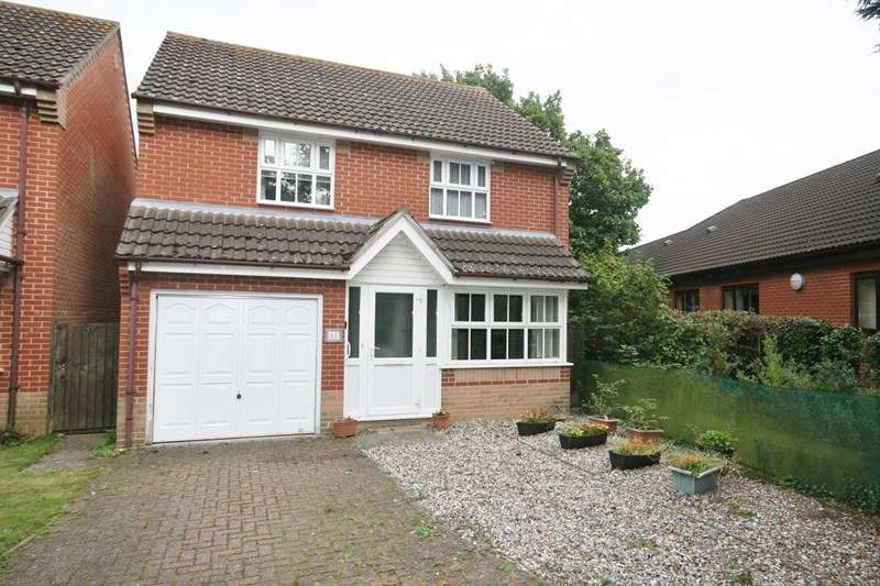 3 Bedrooms Detached House for sale in Celandine Road, Attleborough
