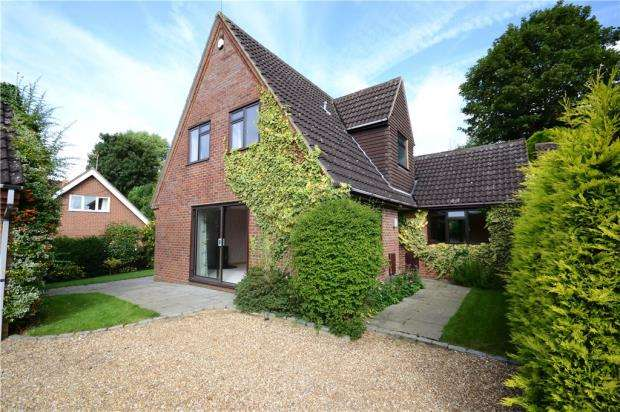 4 Bedrooms Detached House for sale in Spring Lane, Farnham, Surrey