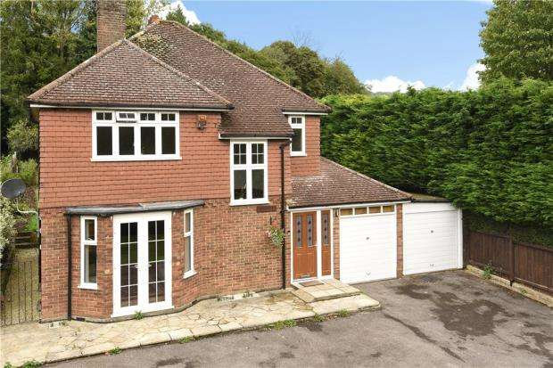 3 Bedrooms Detached House for sale in Dorking Road, Gomshall, Guildford