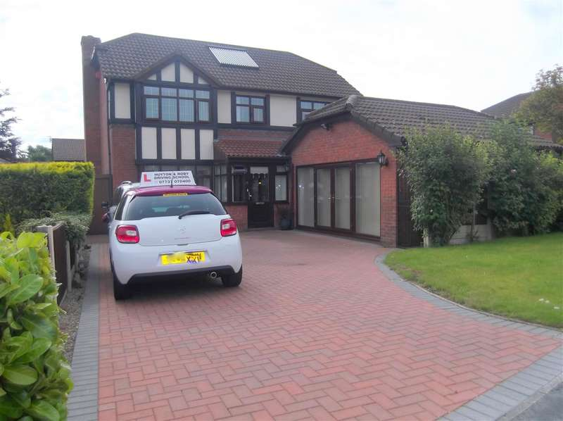 4 Bedrooms Detached House for sale in Cheltenham Crescent, Huyton, Liverpool
