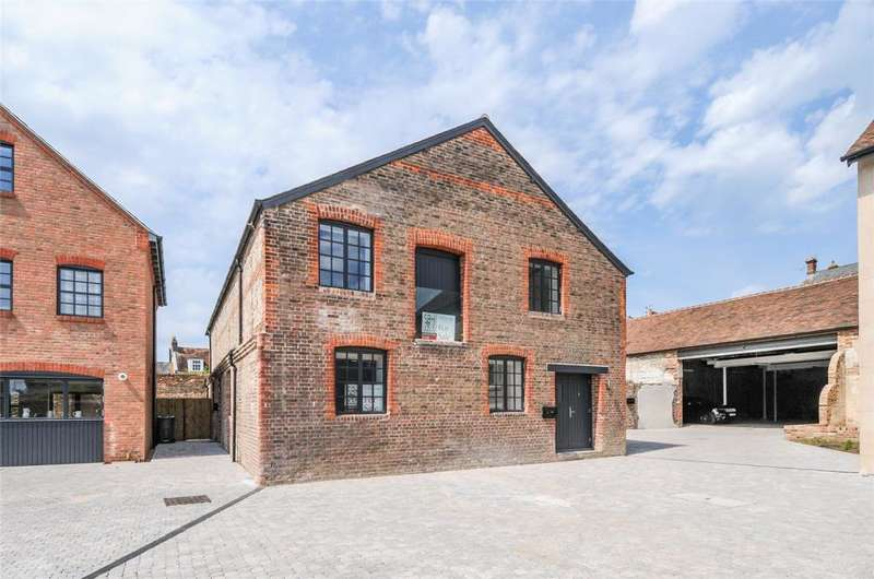 3 Bedrooms Apartment Flat for sale in Eagle Brewery Yard, Brewery Hill, Arundel, BN18