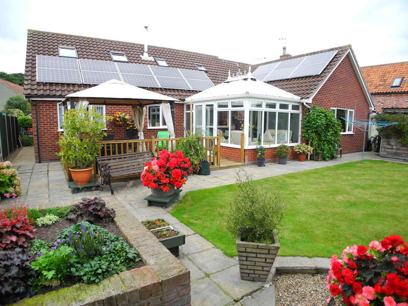 4 Bedrooms Detached Bungalow for sale in Yarmouth Road, Broome, Bungay