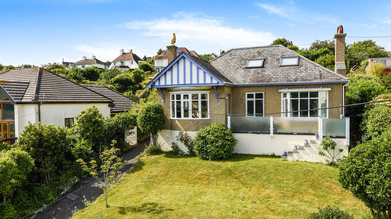 3 Bedrooms Detached House for sale in Yealm Road, NEWTON FERRERS, South Devon.