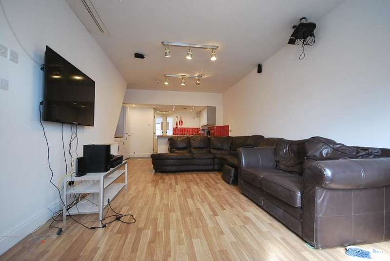 8 Bedrooms Terraced House for sale in Whitby Road, Fallowfield, Manchester, M14 6QH