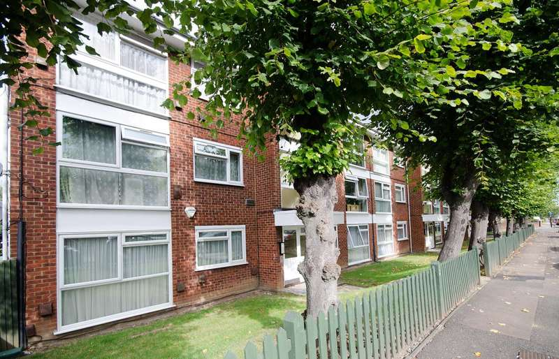 2 Bedrooms Flat for sale in Middleton Avenue, Greenford, UB6
