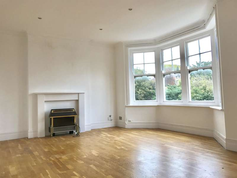 2 Bedrooms Flat for sale in Church Walk, Worthing, West Sussex, BN11 2LS