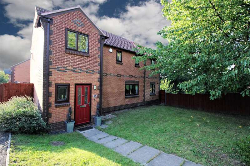 4 Bedrooms Detached House for sale in Bull Close, Grays