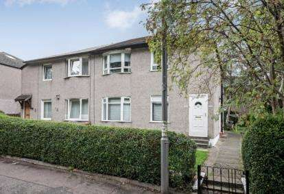 3 Bedrooms Flat for sale in Croftpark Avenue, Glasgow, Lanarkshire