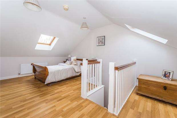 2 Bedrooms Flat for sale in The Dale, Headington, OXFORD, OX3 8AT