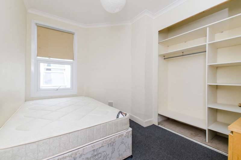 4 Bedrooms Flat for sale in Robinson Road, Colliers Wood, SW17