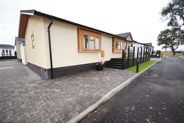 2 Bedrooms Detached Bungalow for sale in Sandy Bay, Thorney Bay Road, Canvey Island