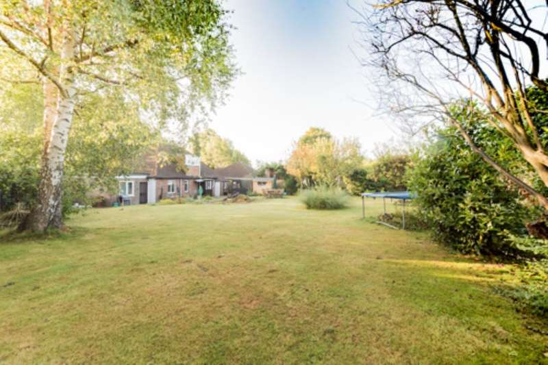 4 Bedrooms Detached Bungalow for sale in Luxford Road, Crowborough, TN6