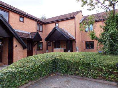 2 Bedrooms Flat for sale in Mill Lane, Woodley, Cheshire